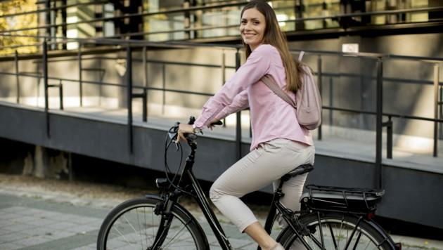 Die Nachfrage nach Elektro-Fahrrädern boomt. Bereits jedes dritte verkaufte Bike verfügt inzwischen über elektrischen Antrieb. (Bild: ©Boggy - stock.adobe.com)