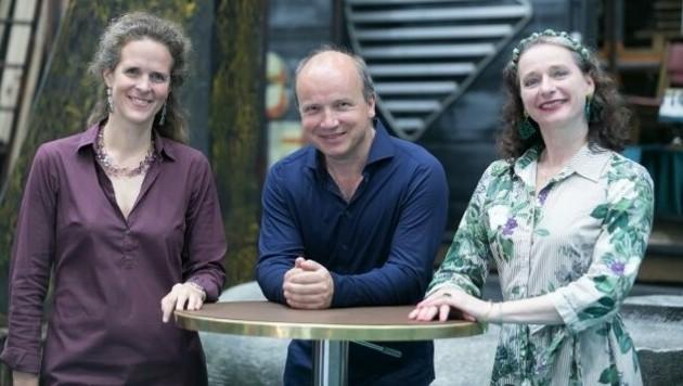 Opern-Intendantin Nora Schmid, Chefdirigent Roland Kluttig, Ballett-Chefin Beate Vollack (Bild: Oliver Wolf)