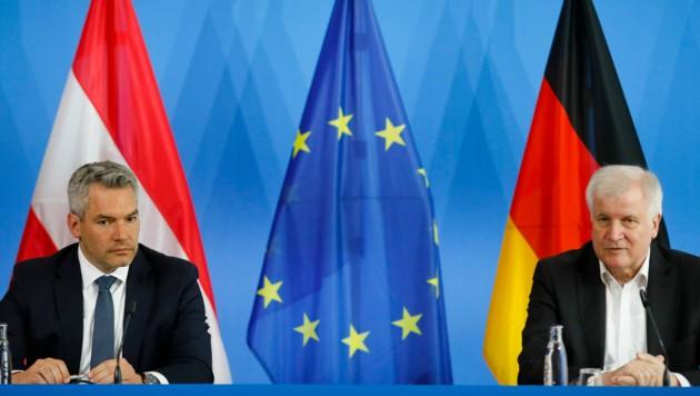 Österreichs Innenminister Karl Nehammer (li.) und sein deutscher Kollege Horst Seehofer (Bild: The Associated Press)