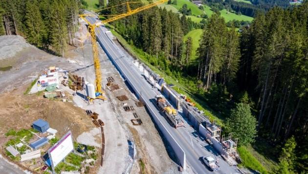 Die Baustelle des Luxus-Chalet-Projektes in Mittersill. (Bild: EXPA/ Johann Groder)