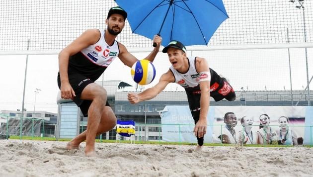 Nach dem Training im Regen gestern, hoffen die Beach-Asse Xandi Huber und Chris Dressler heute auf Sonne.