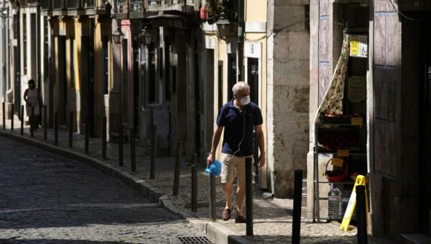 Auch in der portugiesischen Hauptstadt Lissabon gilt ab Mittwoch eine Ausgangssperre. (Bild: AP)