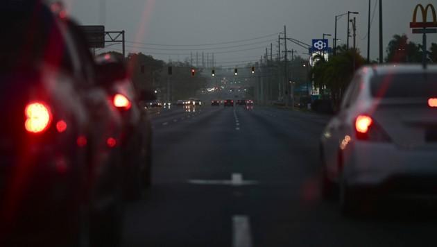 Auch unter Tags schaut es in Puerto Rico aus, als wäre gerade Dämmerung (Bild: AP)