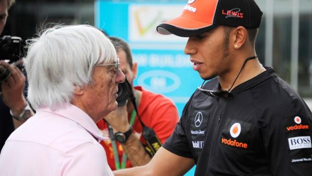 Lewis Hamilton mit Bernie Ecclestone - ein Bild aus dem Jahr 2011