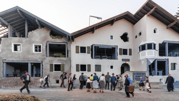 """Mit dem Stück """"Verkaufte Heimat – Das Gedächtnis der Häuser"""" von Felix Mitterer feierten die Tiroler Volksschauspiele Telfs unter Regisseur Klaus Rohrmoser vergangenes Jahr einen großartigen Erfolg. (Bild: Bernd Schranz)"""