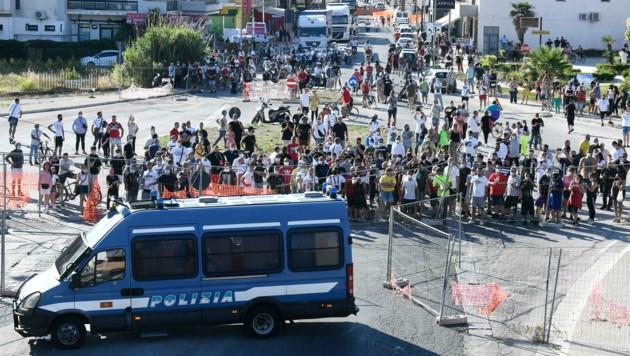 Nach einem Corona-Ausbruch unter ausländischen Landarbeitern in einer süditalienischen Kleinstadt kommt es immer wieder zu Zusammenstößen zwischen Arbeitern und der lokalen Bevölkerung. (Bild: AFP)