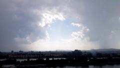 """""""Storm Splitting"""" nennt sich das Phänomen, das am Freitagabend über Wien zog. (Bild: facebook.com/Unwetterzentrale.at)"""
