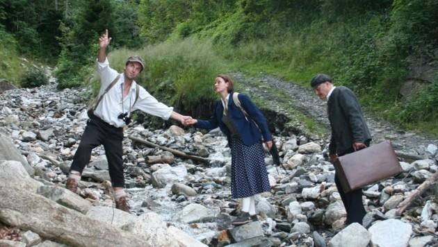 Die Wanderung wird durch Schauspielszenen unterbrochen (Bild: Maria Steinberger)