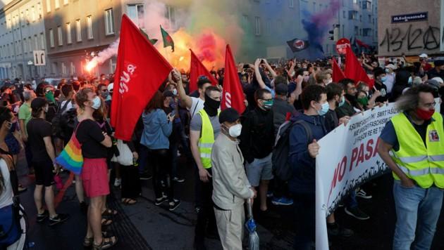 Kurden und linke Aktivisten veranstalteten Ende Juni im Wiener Bezirk Favoriten mehrere Protestkundgebungen, die von türkischen Faschisten gestört wurden. (Bild: APA/Georg Hochmuth)