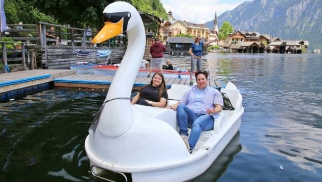 Galina und Daniela aus Wien im Schwanenboot (Bild: Reinhard Hörmandinger )