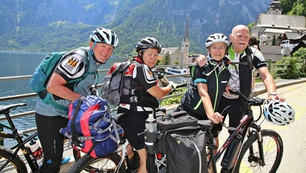 "Kurt, Rosi, Irmgard und Gerhard erkundeten das ""leere"" Hallstatt per Rad. (Bild: Reinhard Hörmandinger )"