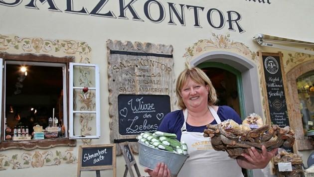 """Barbara Eisl vom Salzkontor-Geschäft: """"Die Österreicher kaufen Qualität bei den Mitbringseln und sind nett!"""" (Bild: Reinhard Hörmandinger )"""