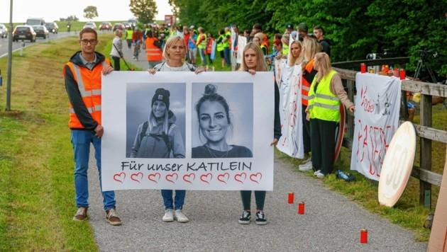 Mutter Sabine Koch-Peterbauer will auch nach der Mahnwache in Eugendorf weiterkämpfen. (Bild: Markus Tschepp)