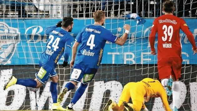 Hartberg hat gegen Salzburg schon gejubelt: Im Dezember 2019 hatten Tadic, Huber und Co. die Bullen beim 2:2 am Rande der Niederlage. (Bild: ERWIN SCHERIAU / APA / picturedesk.com)