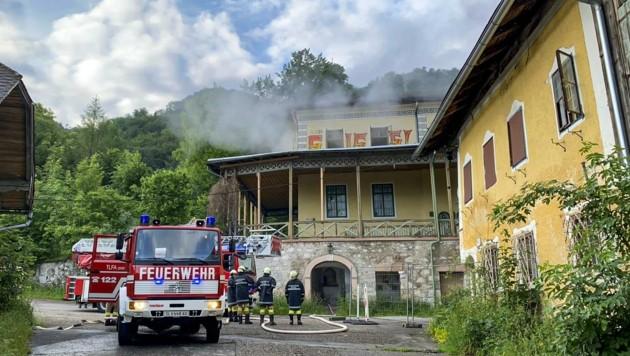 Die alte Villa stand am Dienstag in Brand. (Bild: Tschepp Markus)