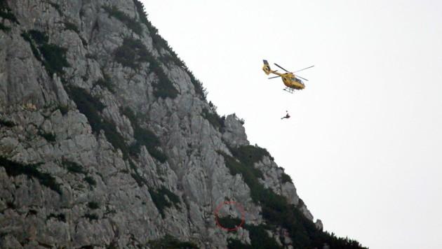 Die Bergwacht forderte einen Hubschrauber mit Rettungswinde an. (Bild: BRK BGL)