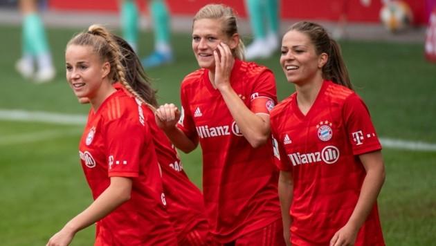 Bayern-Jubel mit Carina Wenninger in der Mitte (Bild: GEPA)