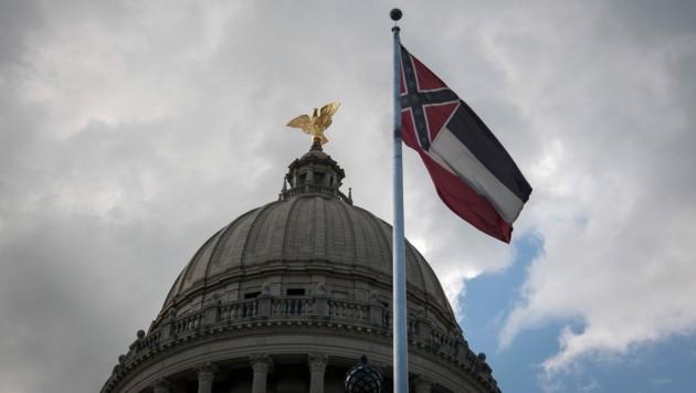 Das Regionalparlament reagiert auf die Anti-Rassismus-Proteste in den USA: Die Konföderierten-Symbolik wird aus der Staatsflagge von Mississippi entfernt. (Bild: AFP)