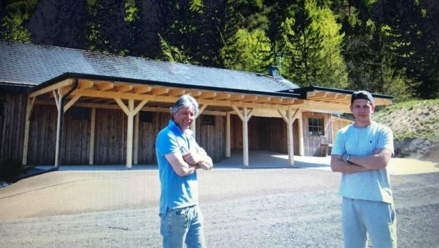 Rudi und Marco vom Gasthof Zenkl haben investiert: Nicht weit vom Wildensteiner Wasserfall kann geheiratet werden. (Bild: Evelyn Hronek)