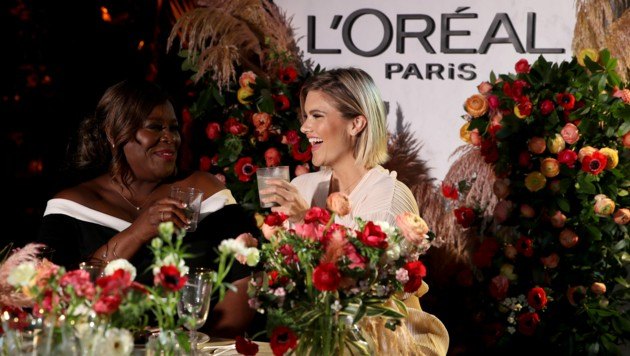 Die Hollywood-Schauspielerinnen Retta (links) und Bo Youngblood bei einer von L'Oreal Paris co-gehosteten Party in Los Angeles (Bild: AFP)