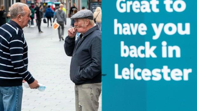 Die Regierung von Großbritannien hat sich dazu entschlossen, wegen steigender Fallzahlen bereits eingeführte Lockerungen wieder zurückzunehmen. (Bild: AP)
