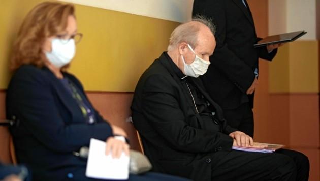 Ex-Innenministerin Maria Fekter und Kardinal Christoph Schönborn im Wiener Landesgericht (Bild: Gerhard Bartel)