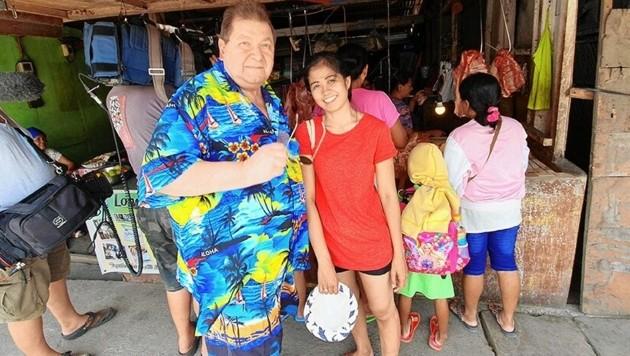 """""""Das Geschäft mit der Liebe"""" machte ihn bekannt: """"Lovecoach"""" Robert Nissel mit seiner philippinischen Ehefrau Yulen (Bild: ATV)"""