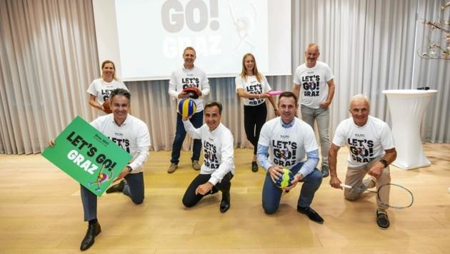 """Die Grazer Polit- und Sportspitze (Mitte Bürgermeister Nagl) sagt """"let's go!"""" (Bild: Stadt Graz/Fischer)"""