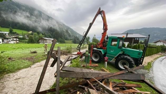 Ein Bach war über das Ufer hinaus getreten. (Bild: Zoom. Tirol)