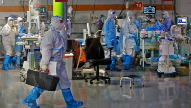 Medizinisches Personal auf der Covid-19-Isolierstation im größten Krankenhaus Israels, in der Stadt Ramat Gan in der Nähe von Tel Aviv