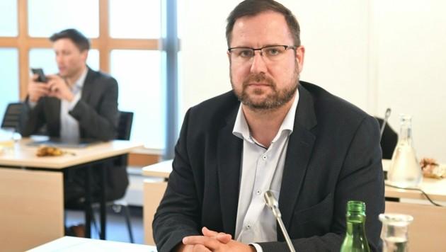 FPÖ-Fraktionsführer Christian Hafenecker (Bild: APA/HELMUT FOHRINGER)