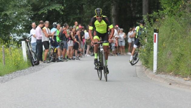 Angetrieben von den unzähligen Fans entlang der Strecke wuchs Mathias Nothegger auf den sechs Kilometer hinauf auf den Pfänder über sich hinaus und pulverisierte jegliche Rekorde. (Bild: Peter Weihs/Kronenzeitung)