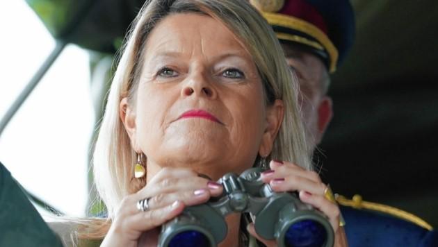Verteidigungsministerin Klaudia Tanner (ÖVP) bereitet auch die Nachbeschaffung von Hercules-Transportflugzeugen vor.