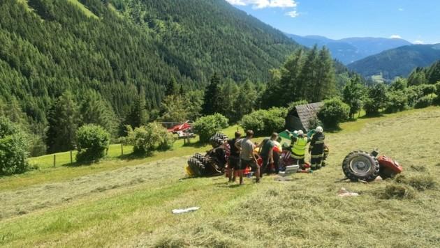 Der Traktor stürzte 50 Meter weit ab (Symbolbild) (Bild: ARA Flugrettung )