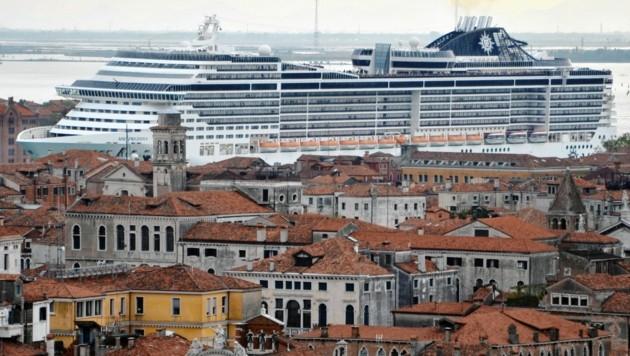 Venedig: Klimakiller, Städtezerstörer, dennoch war kein Ende abzusehen - bis Corona kam. (Bild: EPA)