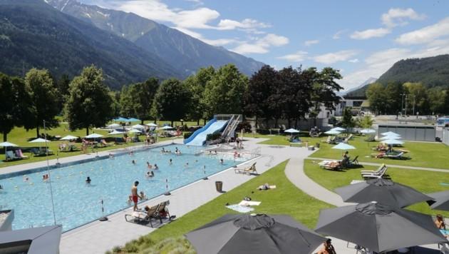 Die Beschränkung der Besucherzahl garantiert im Telfer Bad jedem Gast genügend Freiheit (Bild: Birbaumer Christof)
