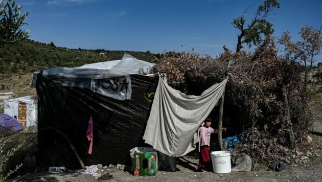 Das Flüchtlingslager Moria auf der griechischen Ägäisinsel Lesbos ist dafür bekannt, dass die dort lebenden Flüchtlinge unter sehr schlechten Bedingungen leben müssen. (Bild: AFP)