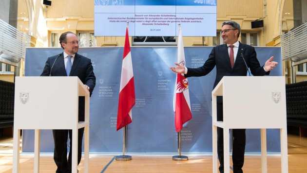 Außenminister Alexander Schallenberg (ÖVP) und Südtirols Landeshauptmann Arno Kompatscher (SVP) bei ihren Pressestatements in Bozen.