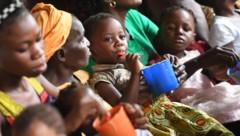 """Im Gesundheitszentrum Malweka im Kongo werden jährlich circa 600 unterernährte Kinder wieder """"aufgepäppelt"""". (Bild: APA/HELMUT FOHRINGER)"""