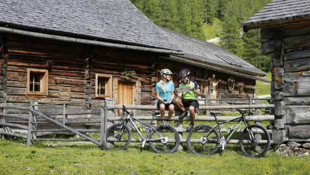 Die österreichischen Alpen lassen sich auch auf zwei Rädern gut entdecken. (Bild: Schladming-Dachstein/HERBERT RAFFALT)