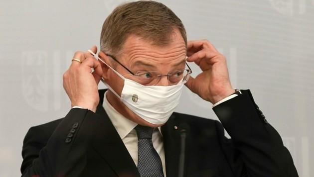 Oberösterreichs Landeshauptmann Thomas Stelzer mit skeptischem Ausblick. (Bild: APA/HELMUT FOHRINGER)