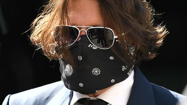 Johnny Depp mit Mund-Nasen-Schutz vor Gericht in London