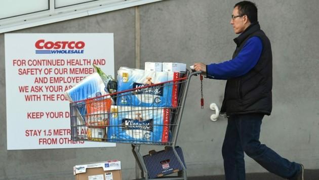 Größere Supermarktketten im australischen Bundesstaat Victoria haben bereits eine Obergrenze für den Kauf von Toilettenpapier eingeführt. (Bild: AFP )
