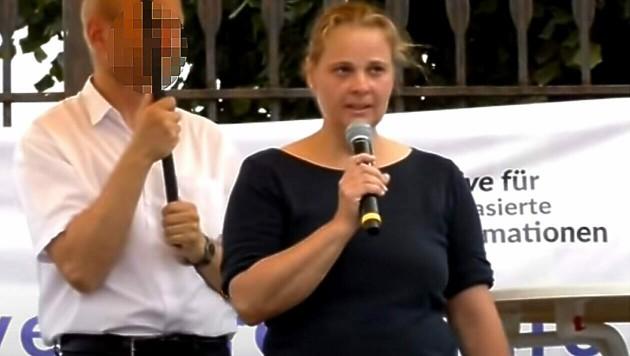 Die Ärztin bei einer Kundgebung in Wien (Bild: Screenshot: YouTube.com/DasRechtaufWahrheit)
