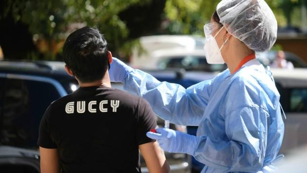 Die Behörden in Italien rufen die bengalische Community in Rom dazu auf, sich freiwillig auf das neuartige Coronavirus testen zu lassen. Sie befürchten bis zu 600 Infizierte. (Bild: AP)