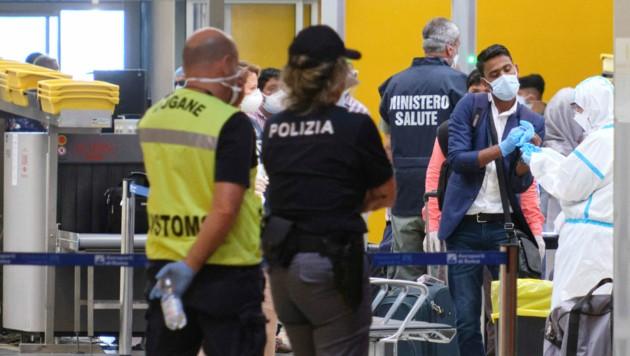 Viele der bengalischen Migranten sind mit gefälschten Covid-19-Tests nach Italien zurückgekehrt. (Bild: AP)