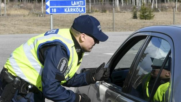 Finnische Grenze in der Region Uusimaa (Bild: APA/AFP/Lehtikuva/Heikki Saukkomaa)