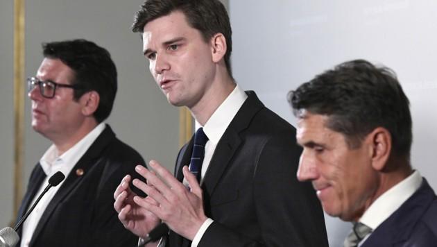 (v.l.n.r.): Die Wehrsprecher Robert Laimer (SPÖ), Douglas Hoyos (NEOS) und Reinhard Eugen Bösch (FPÖ)