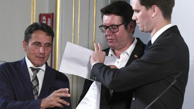 (v.l.n.r.): Reinhard Eugen Bösch (FPÖ), Robert Laimer (SPÖ) und Douglas Hoyos (NEOS)