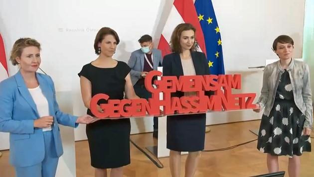 Die Ministerinnen Susanne Raab (Frauen), Karoline Edtstadler (Europa), Alma Zadic (Justiz) und die grüne Klubobfrau Sigrid Maurer bei der Präsentation ihrer Initiative gegen Hass im Netz
